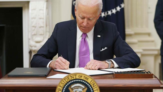 Newly inaugurated US President Joe Biden signs executive orders as part of the COVID-19 response, including big changes for international arrivals. Picture: Mandel Ngan/AFP