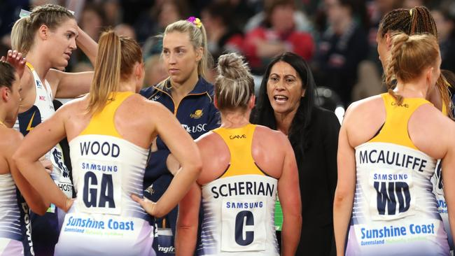Noeline Taurua coach of the Lightning addresses her players. Photo: AAP
