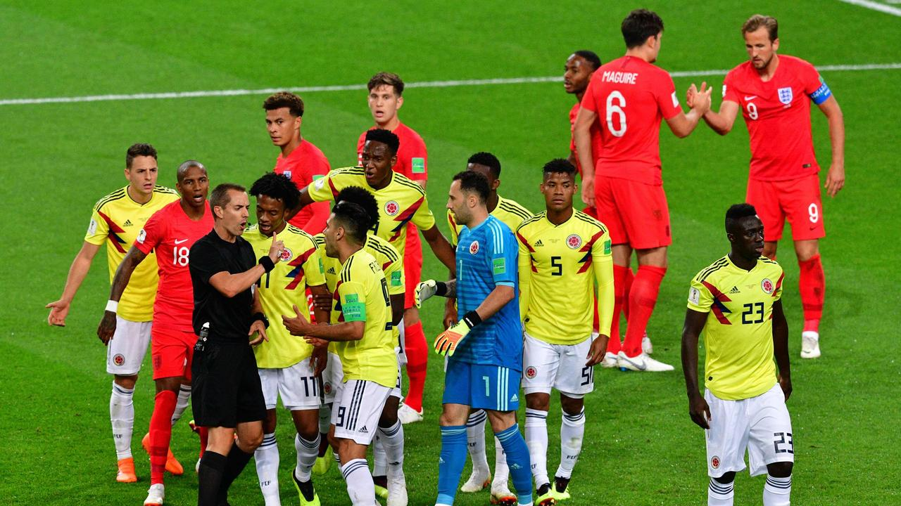 Colombia's forward Falcao (C) argues with US referee Mark Geiger (3rdL)