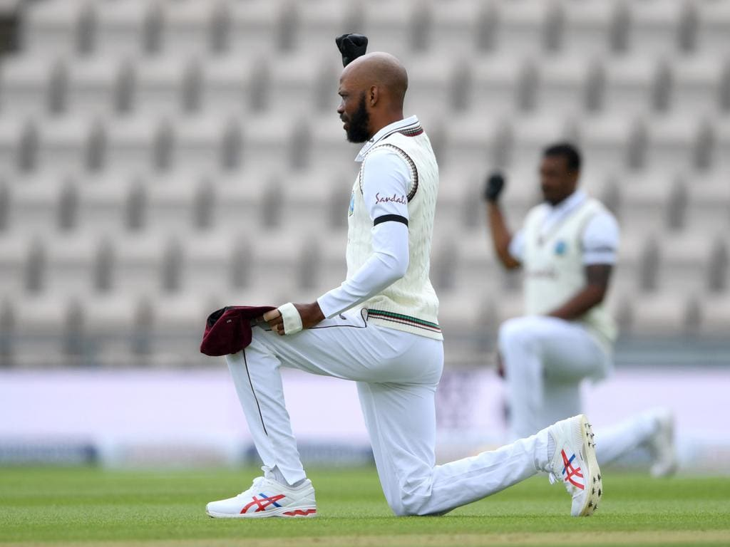 Roston Chase kneels before play.