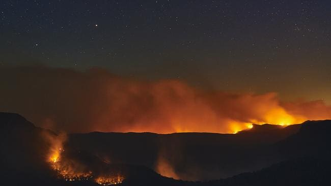 Flames from scattered bushfires around Katoomba in the Blue Mountains. Picture: Brett Hemmings/Getty Images.
