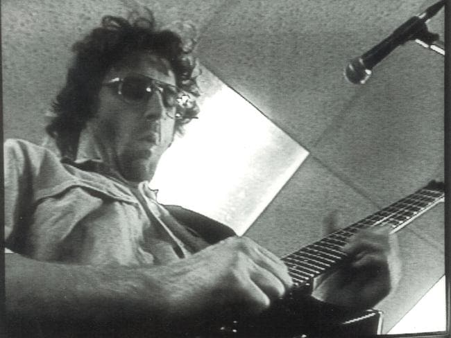 Cult leader David Koresh playing guitar in a 1992 A Current Affair report.