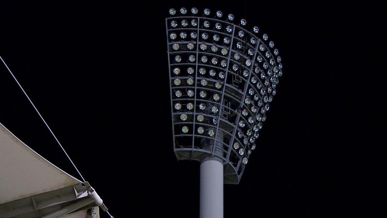 BBL Sydney Thunder vs Brisbane Heat, power outage Gabba
