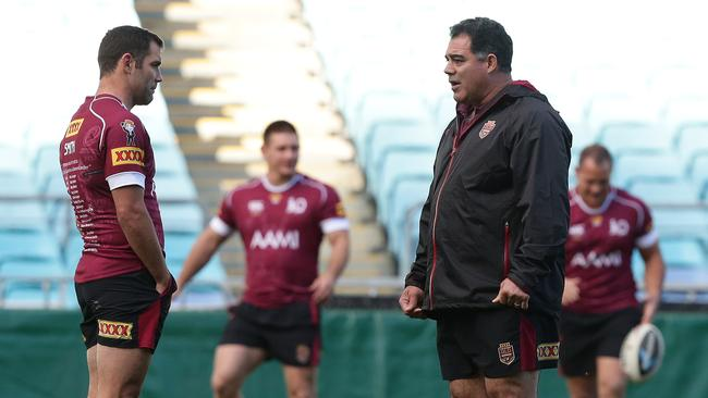 Cam Smith and Mal Meninga talk tactics during a training session.