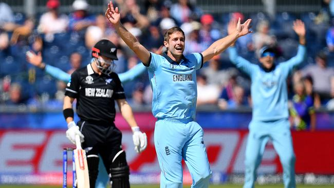 Chris Woakes strikes early to leave the Kiwis struggling.