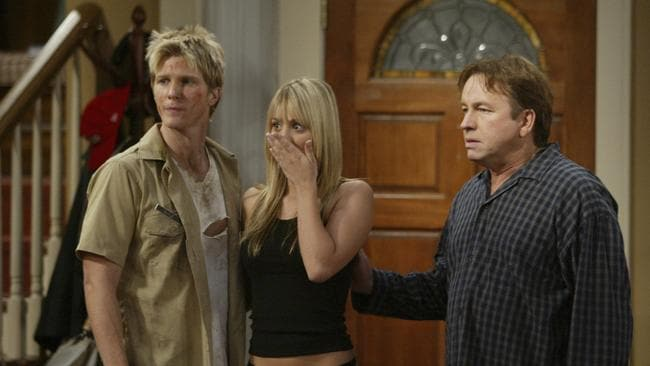 Kaley Cuoco and John Ritter in a scene from the sitcom 8 Simple Rules