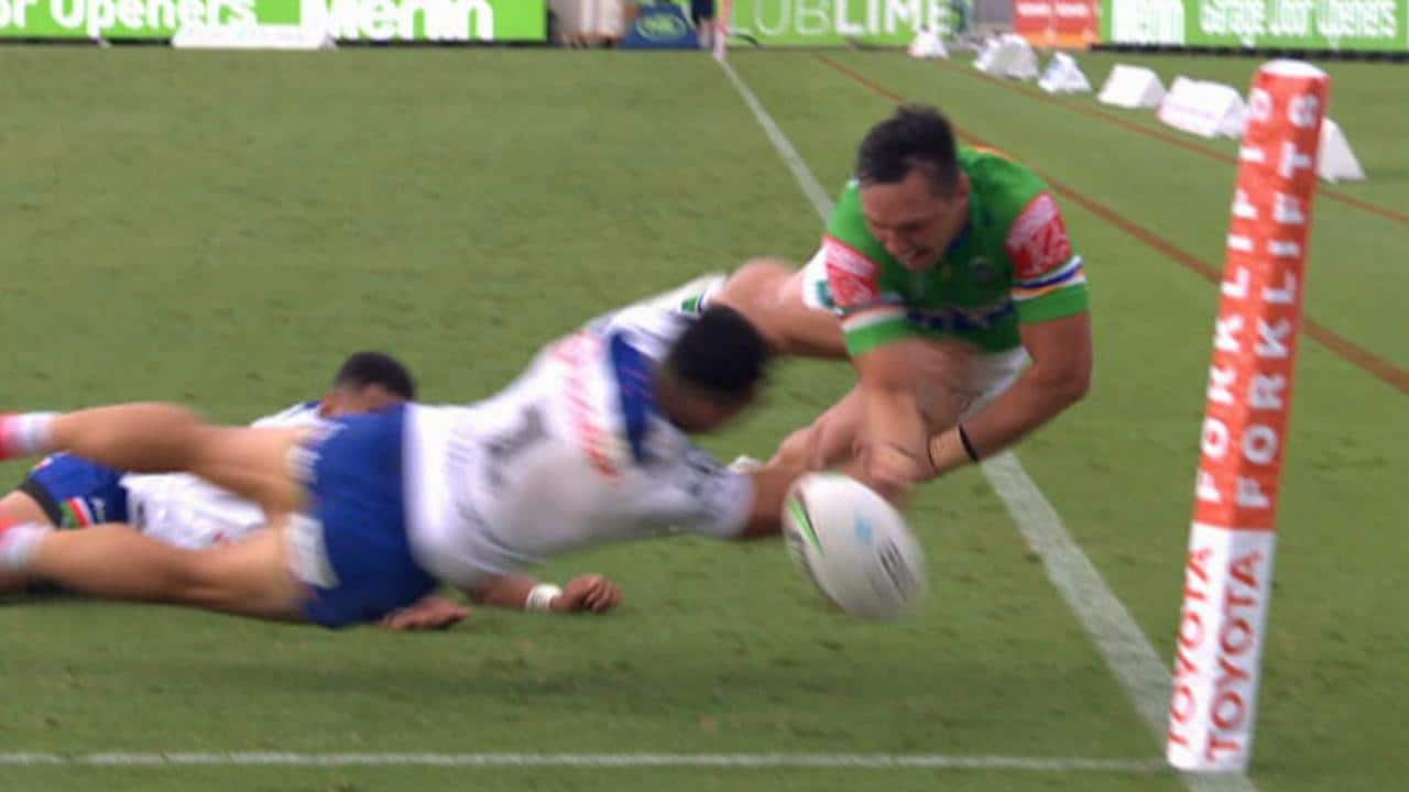 Roger Tuivasa-Sheck knocks the ball out of Jordan Rapana's hands to win the game.