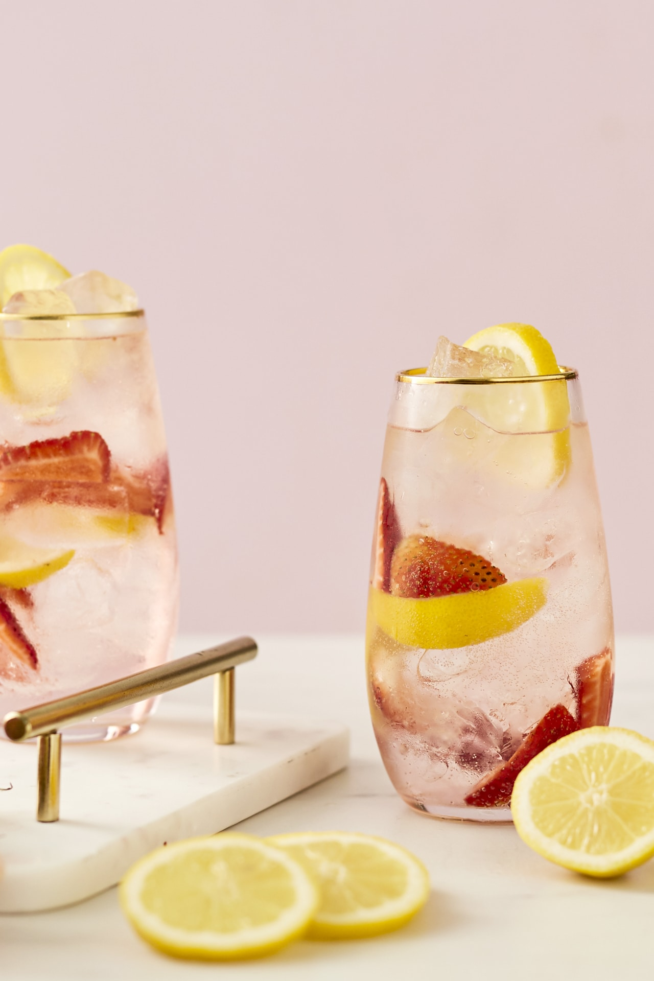 This is how to make a pink gin and tonic