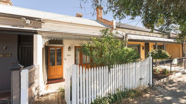 Another State Government acquisition at 365 Wellington St sold for $850,000.