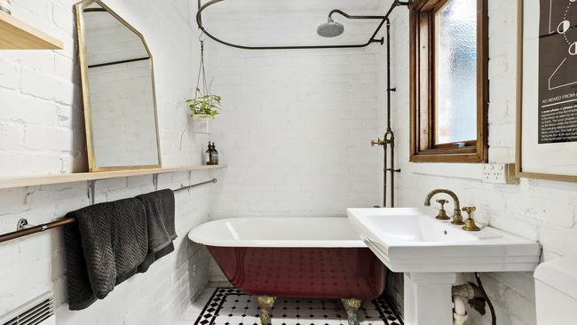 An impressive bathroom is ready to be enjoyed.