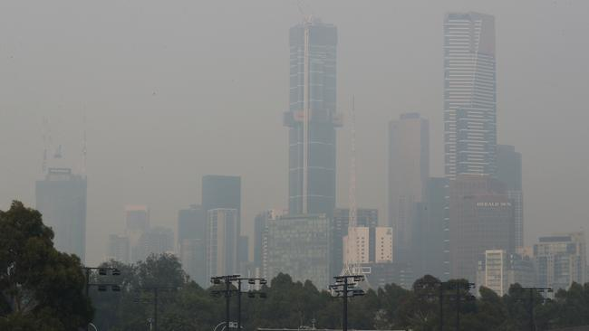 Smoke haze from the bushfires continues to hang over Melbourne. Pic: AAP