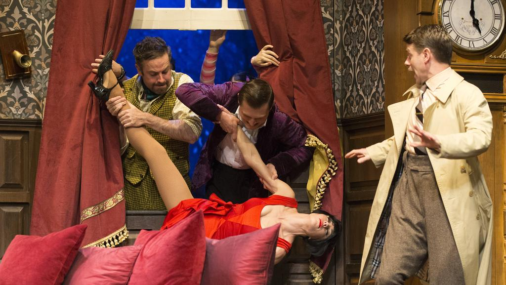 Review Everything Goes Wrong In The Play That Goes Wrong