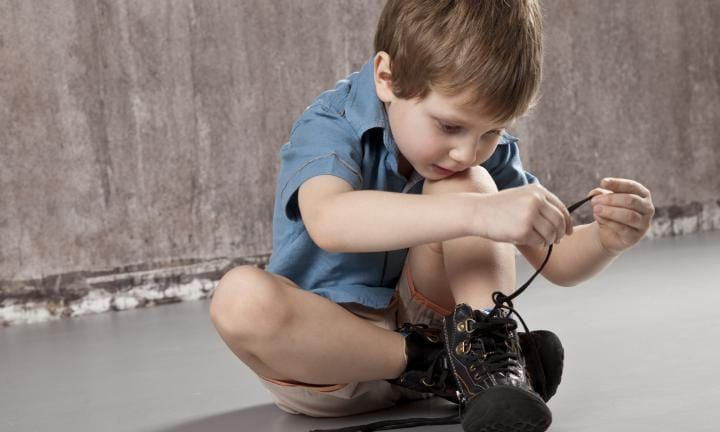 Teach  Year Old To Tie Shoes