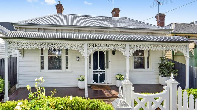 45 Waratah St, Geelong West, sold for $915,000.