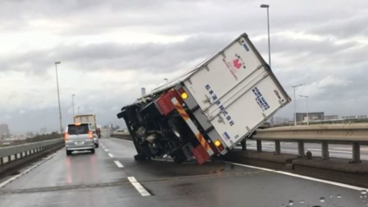 Trucks Upturned by Typhoon Jebi Winds in Osaka