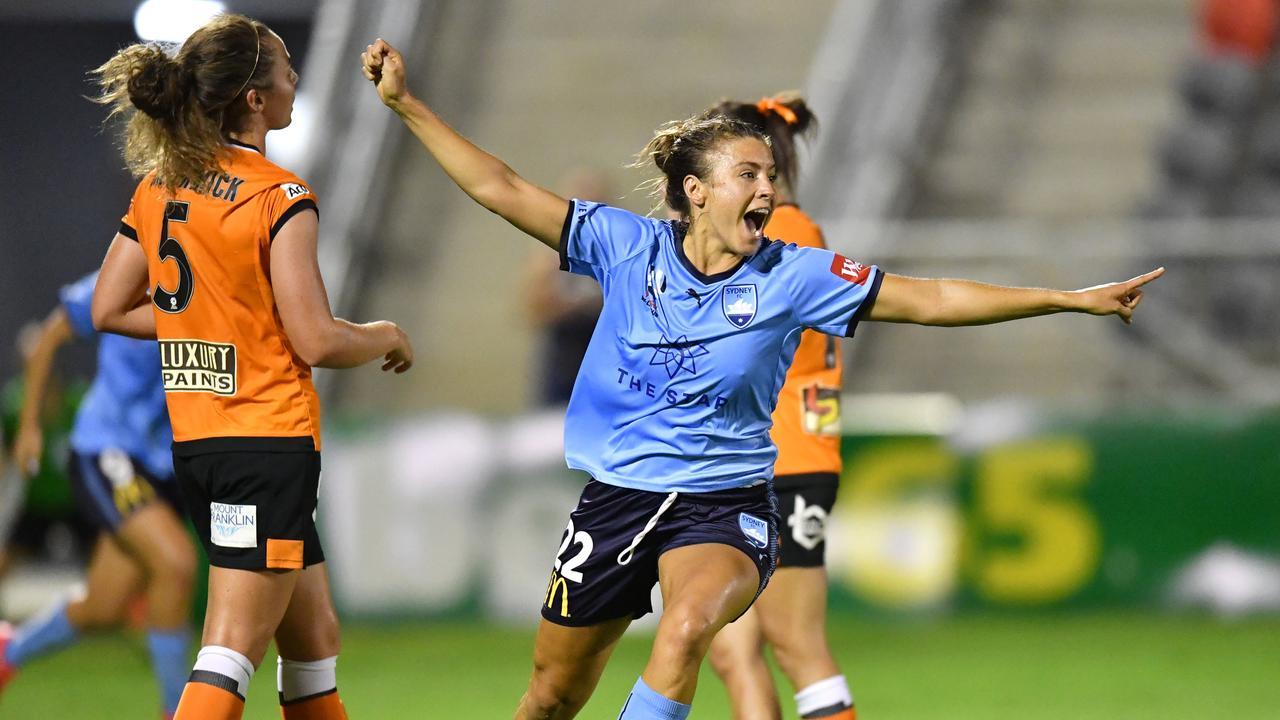 Sofia Huerta (centre) of Sydney FC. (AAP Image/Darren England)