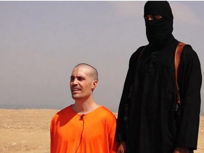 About to be beheaded ... American journalist James Foley with the Islamic State extremist who is about to kill him in Syria.