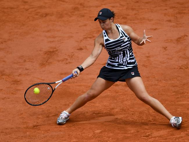 Barty bounced back in style after a scare in the first and second sets.