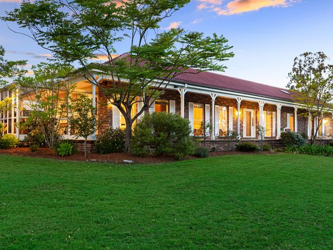 This country-style homestead is located just 10 minutes from Kellyville and Round Corner.