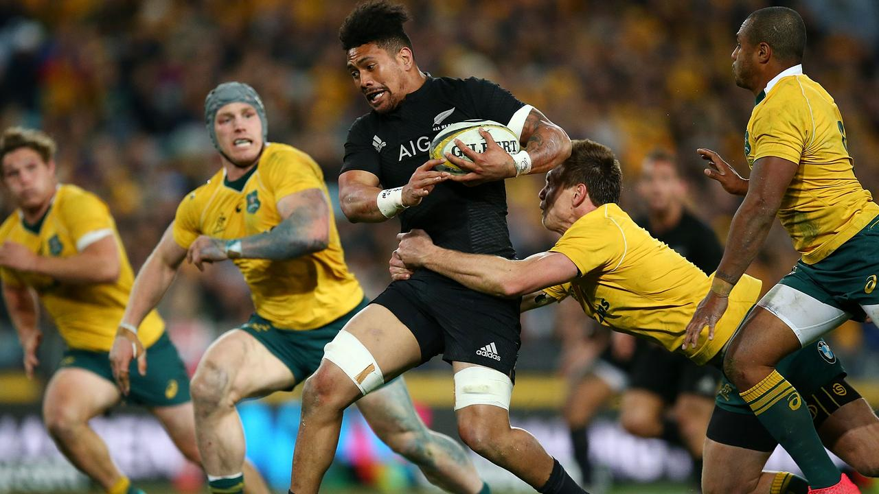 Hurricanes duo Ardie Savea and Jordie Barrett have re-signed with New Zealand Rugby until 2019.