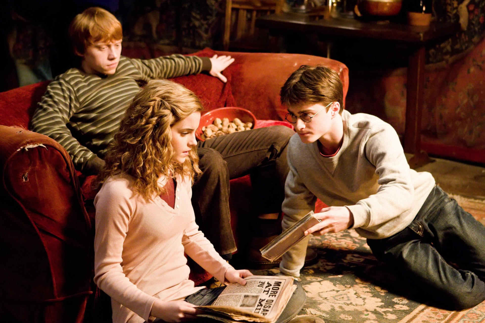 The cast of Harry Potter have a group chat and you're not invited