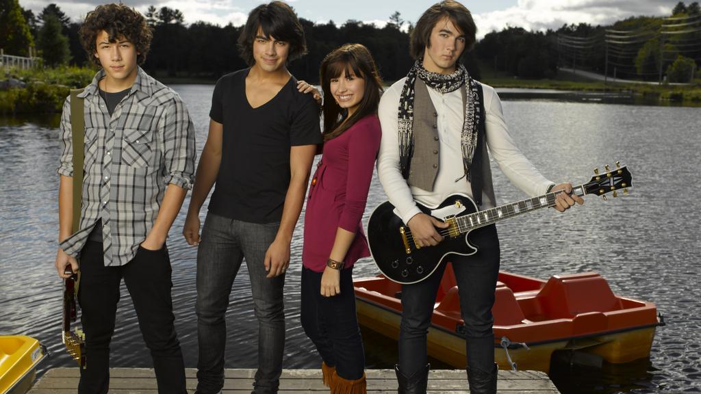 The cast of dreams. The Jo-Bros with Demi Lovato.