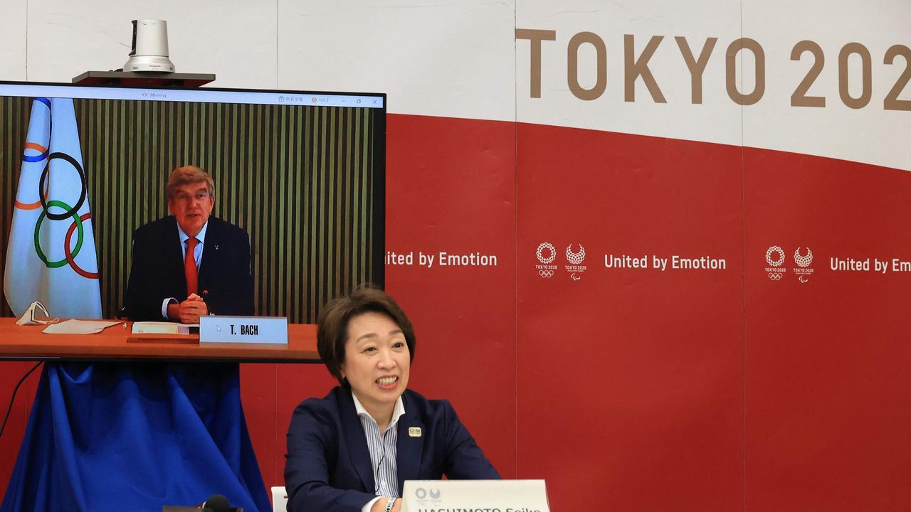 IOC president Thomas Bach speaks to Tokyo 2020 Organising Committee president Seiko Hashimoto.