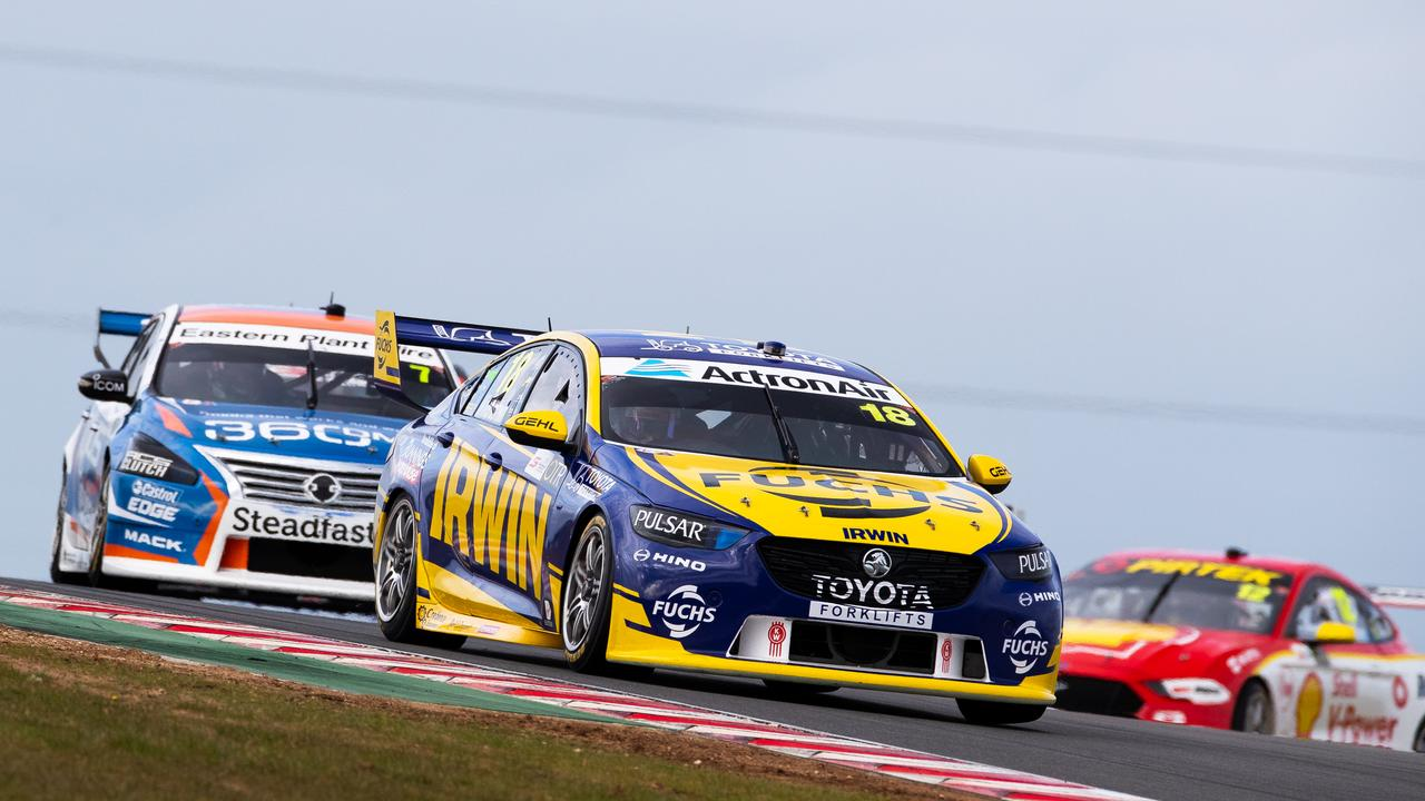 Winterbottom holds off Andre Heimgartner in Race 21 at The Bend.