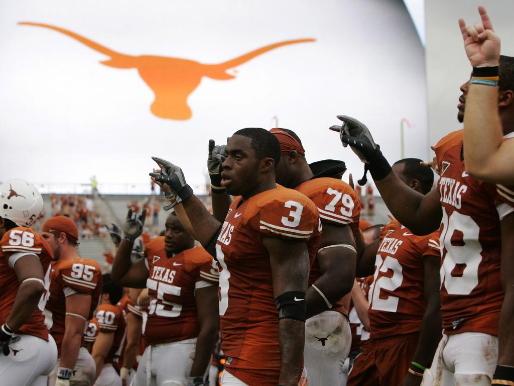 """AUSTIN, TX - SEPTEMBER 29: The Texas Longhorns sing """"The Eyes of Texas"""" after losing to the Kansas State Wildcats on September 29, 2007 at Darrell K Royal-Texas Memorial Stadium in Austin, Texas. The Wildcats won 41-21. (Photo by Brian Bahr/Getty Images)"""