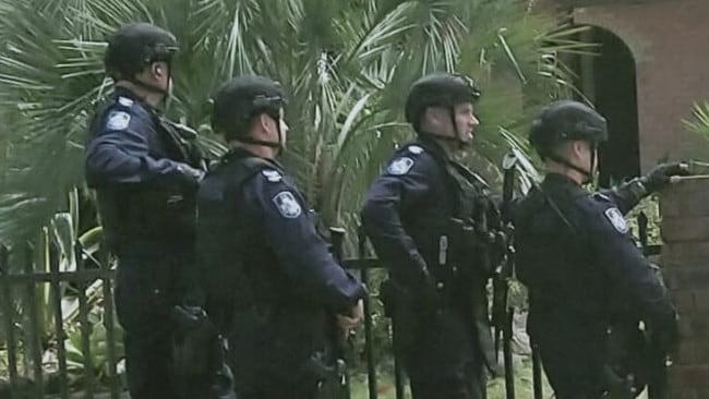 Police hunt for two men Bribie Island locked down after a woman was shot – NEWS.com.au
