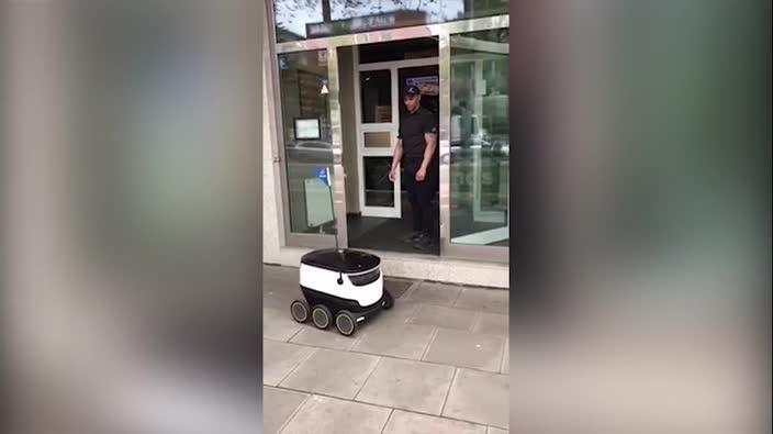 Domino's first autonomous pizza delivery in Hamburg, Germany