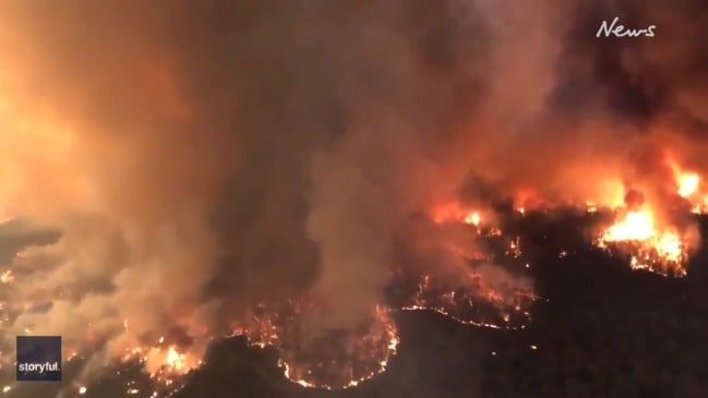Helicopter footage shows huge bushfire in Victoria tourist region