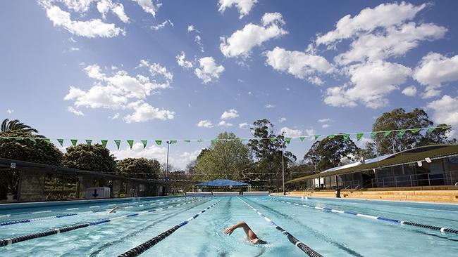 10 of the best swimming pools in sydney news local - Waves swimming pool baulkham hills ...