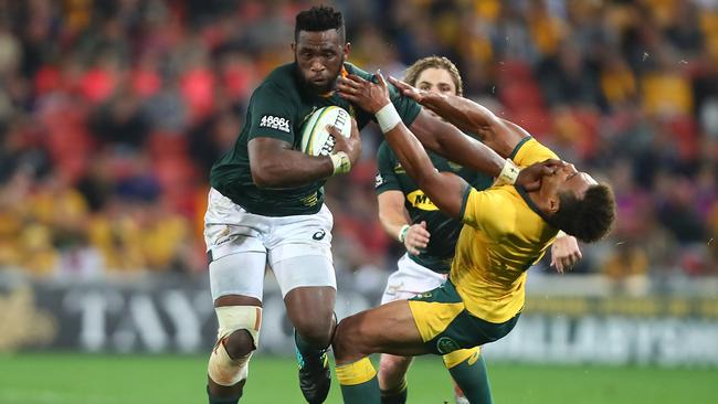 Siya Kolisi of the Springboks breaks through a tackle by Will Genia of the Wallabies.