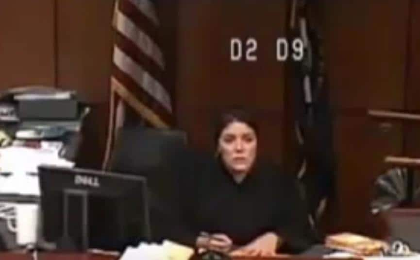 US KY: Louisville Judge Outraged by Female Inmate in Court 'Without Pants' July 29