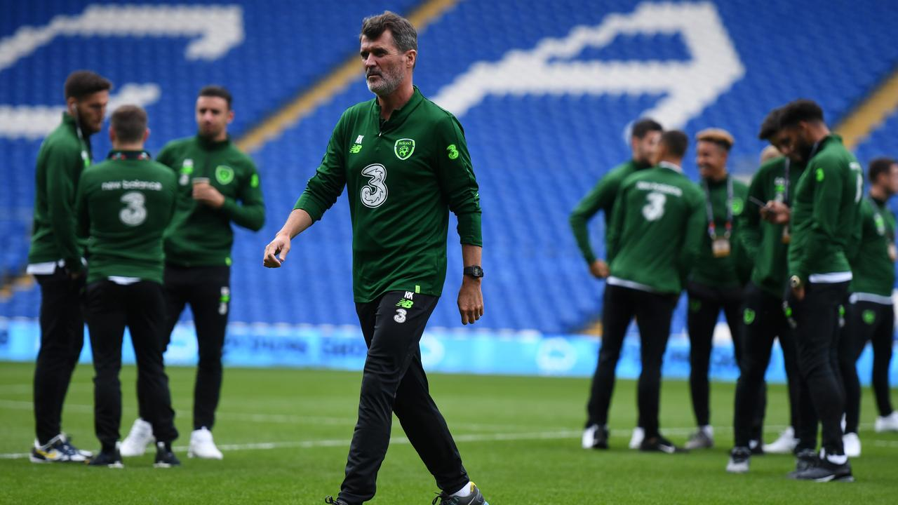 Roy Keane walks away from the Republic of Ireland players.
