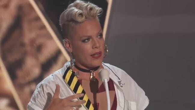 Pink addresses body shamers in speech at the VMA's