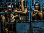 © Daniel Berehulak, for The New York Times Title: They Are Slaughtering Us Like Animals. Inmates watch as drug suspects are processed inside a police station in Manila, Philippines. Story: President Rodrigo Duterte of the Philippines began his anti-drug campaign when he took office on 30 June 2016. Since then, more than 2,000 people have been slain at the hands of the police alone. Beyond those killed in official drug operations, the Philippine National Police have counted more than 3,500 unsolved homicides since 1 July. The victims, suspected users and pushers, are not afforded any semblance of due process.