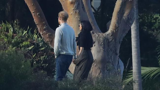 Harry and Meghan take a stroll through the grounds of Admiralty House in Sydney. Picture: www.matrixpictures.com.au