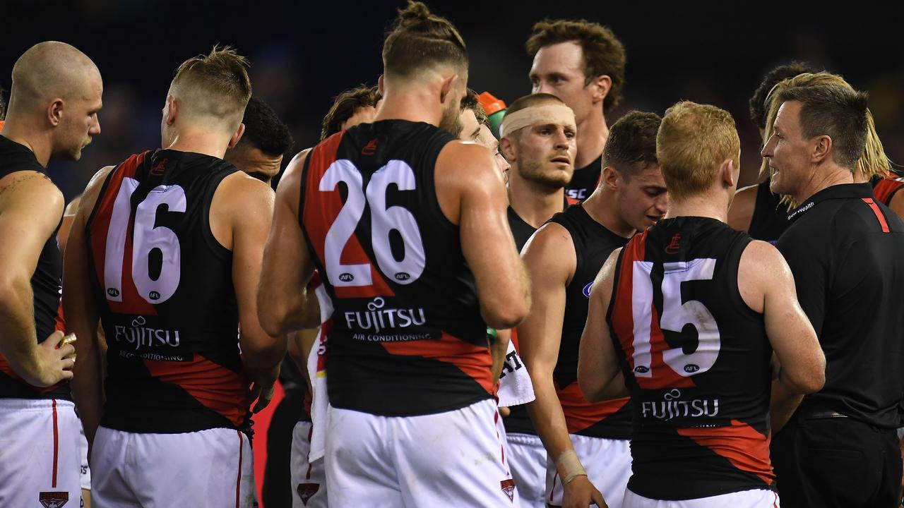 Essendon coach John Worsfold speaks with his players during the loss to the Western Bulldogs. (AAP Image/Julian Smith)