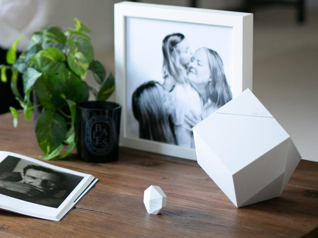 The ModUrn and Memento syncs to a smartphone app to memorialise your loved one.