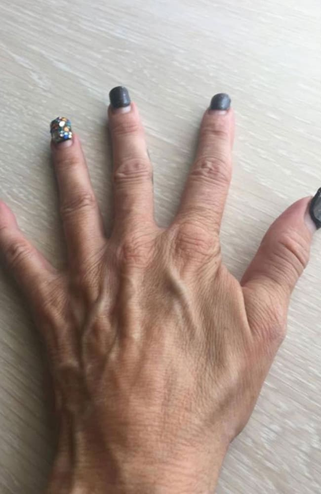 Bbw black milf fingers her ass