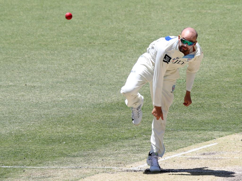 Nathan Lyon of New South Wales bowls during day 4 of the Round 5 JLT Sheffield Shield match between Western Australia and New South Wales at Optus Stadium in Perth, Friday, November 30, 2018. (AAP Image/Richard Wainwright) NO ARCHIVING, EDITORIAL USE ONLY, IMAGES TO BE USED FOR NEWS REPORTING PURPOSES ONLY, NO COMMERCIAL USE WHATSOEVER, NO USE IN BOOKS WITHOUT PRIOR WRITTEN CONSENT FROM AAP