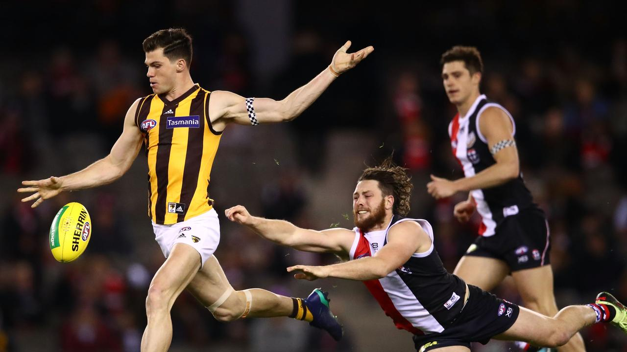 The loss of Jaeger O'Meara will put all the pressure on Tom Mitchell. Photo: Scott Barbour/AFL Media/Getty Images.