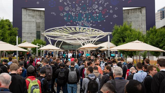 Crowds wait in line outside the San Jose Convention Center at Apple's Worldwide Developer Conference (WWDC) in San Jose, California on June 3, 2019. Picture: Brittany Hosea-Small / AFP.