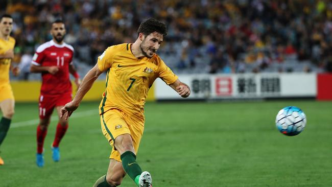Mathew Leckie crosses for Tim Cahill's goal.