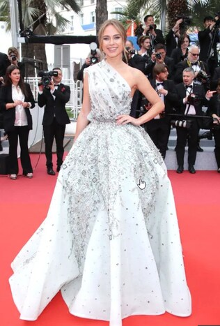 She later transformed into this dazzling gown