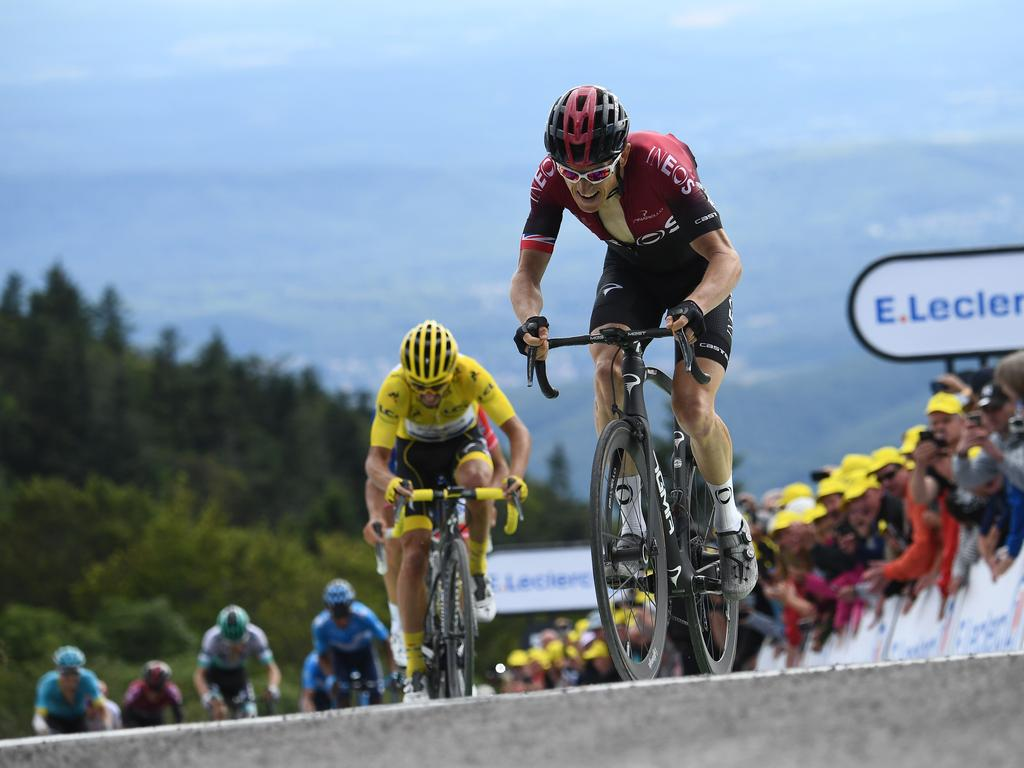 Geraint Thomas in front of Julian Alaphilippe.