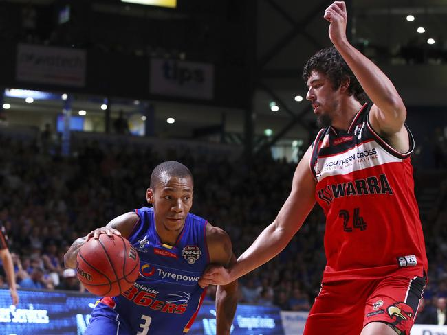Jerome Randle drives to the basket in the NBL past Cody Ellis.