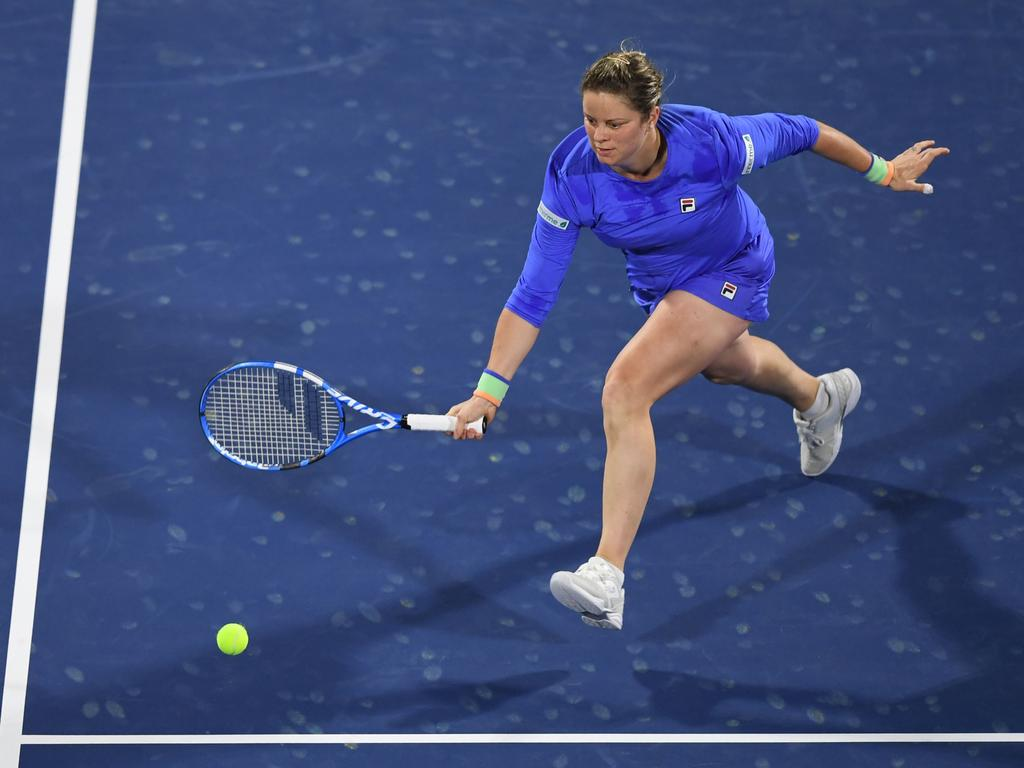 Kim Clijsters of the Belgium returns the ball to Garbine Muguruza of Spain during the WTA Dubai Duty Free Tennis Championship, at the Dubai Tennis Stadium in the United Arab Emirates, on February 17, 2020. (Photo by KARIM SAHIB / AFP)